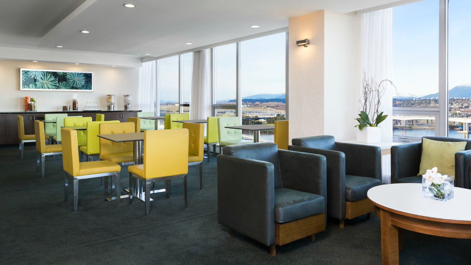 Vancouver Airport Hotel Amenities - Executive Club Lounge